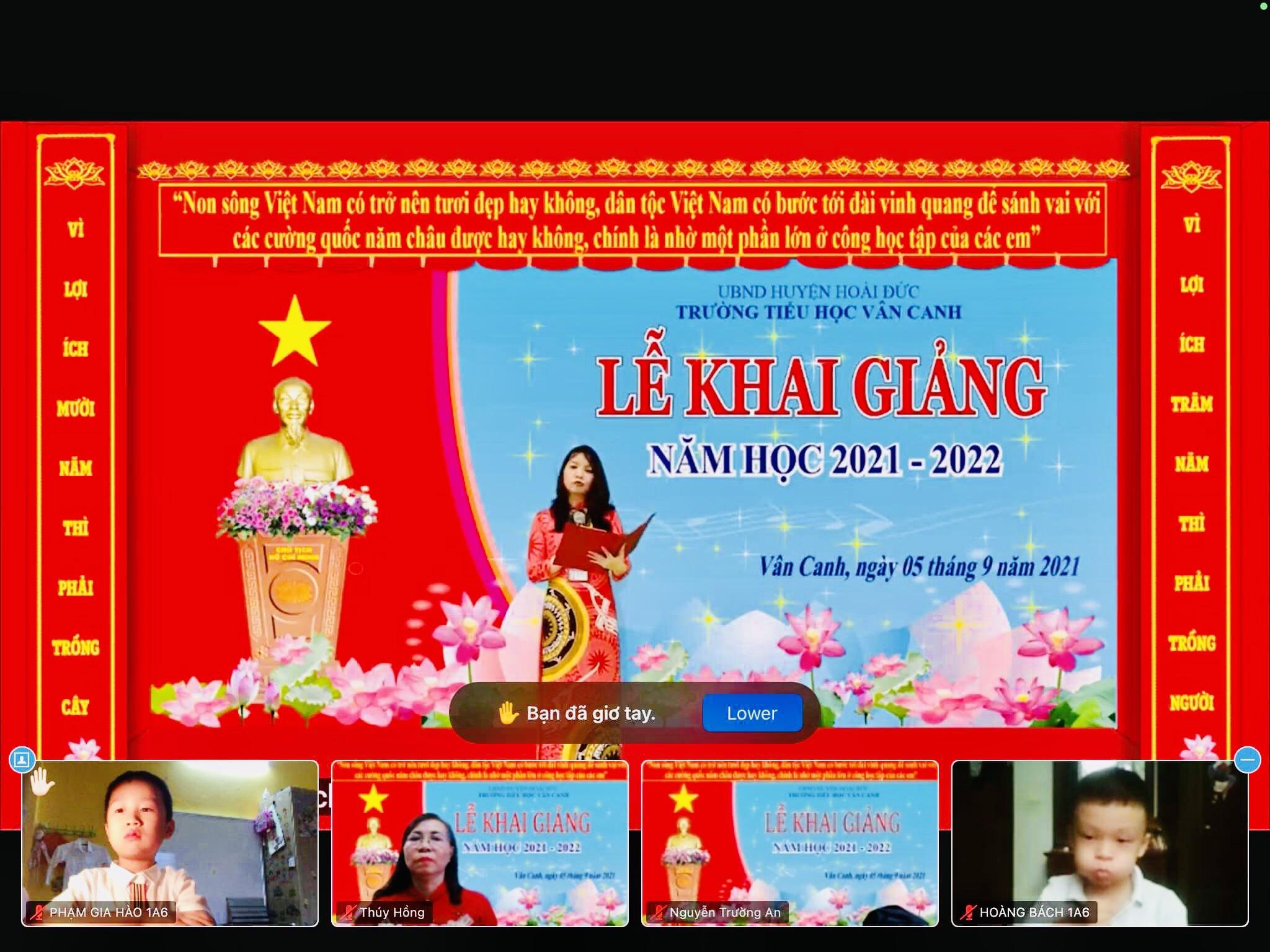 Cô Nguyễn Thị Hiền Lương - Hiệu trưởng đọc diễn văn khai mạc.